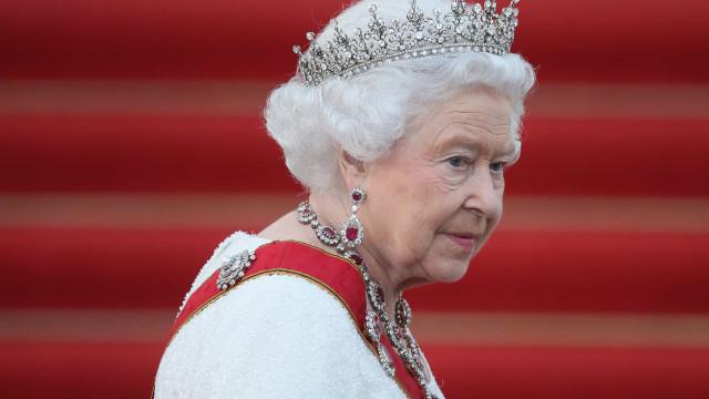 Homem invade Palácio de Buckingham durante a noite. Rainha estava lá