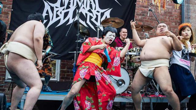 Tricotar a ouvir heavy metal? É uma competição mundial na Finlândia
