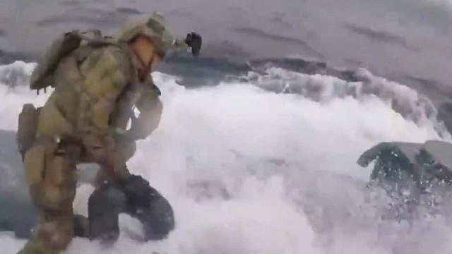 Guarda Costeira norte-americana aborda submarino que transportava cocaína