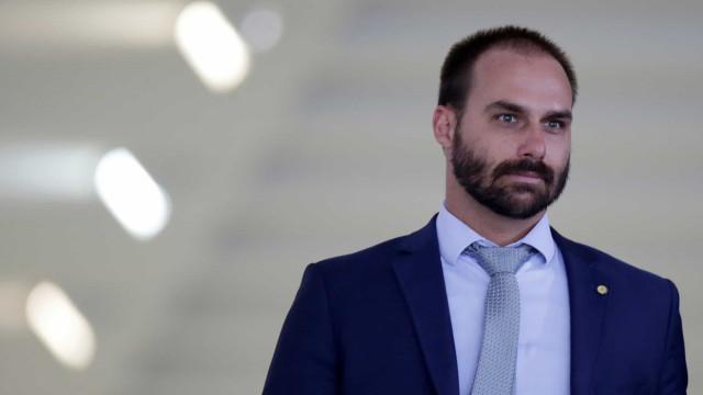 Ministro aponta filho de Bolsonaro como única alternativa para embaixador