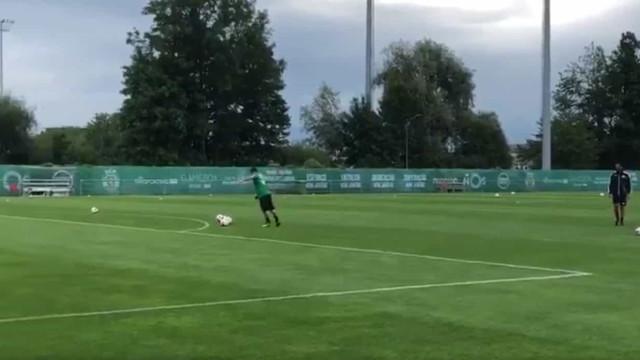 Paulinho foi a estrela do treino do Sporting com este desafio...