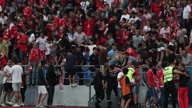 Confusão nas bancadas obriga a paragem no jogo Académica-Benfica