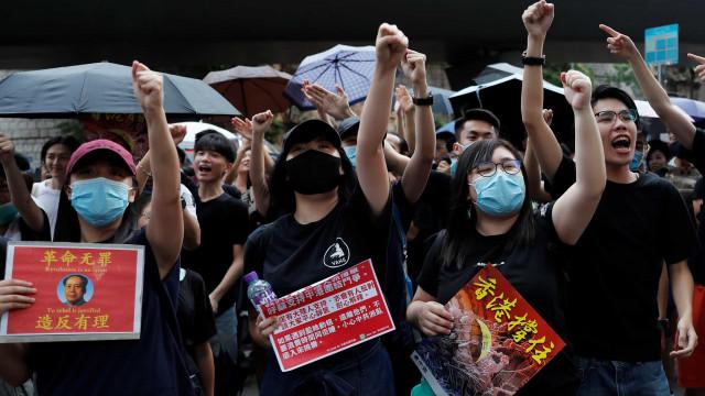 Manifestantes dispersam após aviso da polícia da Hong Kong