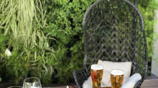 Bar Tapas & Tiles. Já conhece o Café Terrace do Lisbon Marriott Hotel?