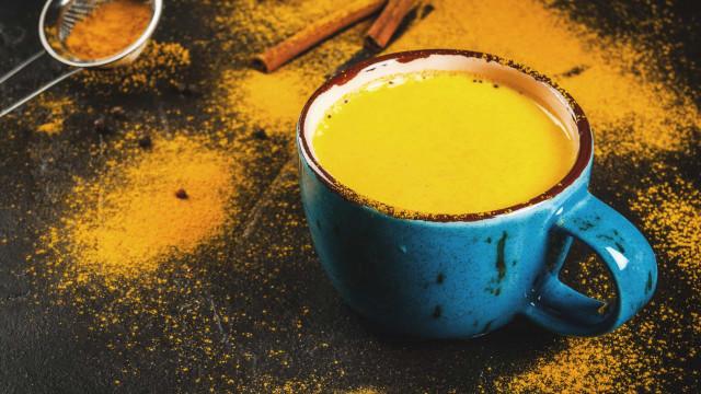 Chá de cúrcuma. Emagrece, reduz o colesterol e mais seis benefícios