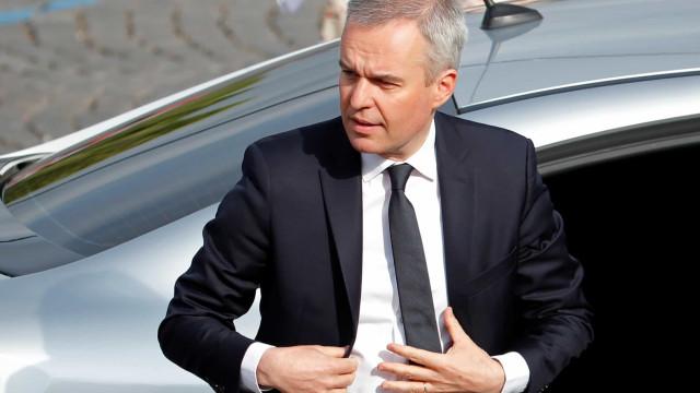 Ministro francês renuncia após polémica de gastos luxuosos