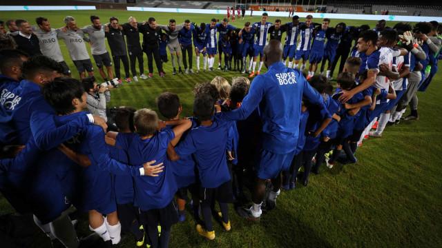 Roda do FC Porto foi especial... por culpa destes dragões de palmo e meio