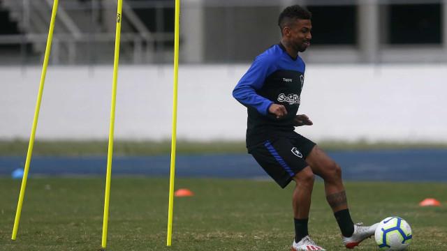 Avançado do Botafogo sofre paragem cardíaca durante treino
