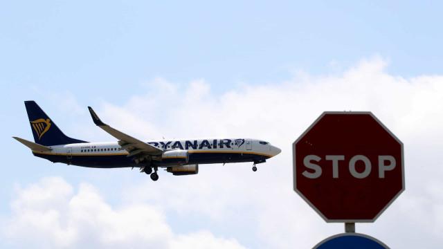 Ryanair alerta passageiros para alterações nos horários entre 21 e 25