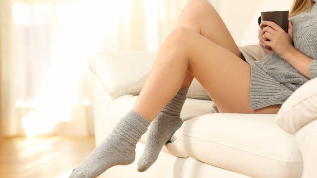Está sempre com os pés frios, mesmo quando está calor? Seis causas