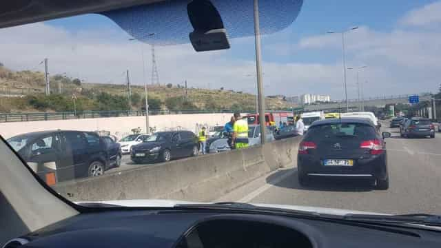 IC19 congestionado devido a dois acidentes. Há cinco feridos a registar