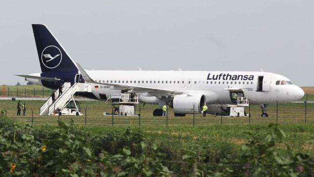 Avião da Lufthansa evacuado devido a ameaça de bomba