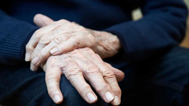 Muito além dos tremores. Os cinco primeiros sintomas de Parkinson
