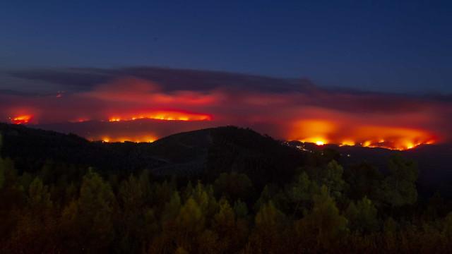"""""""60% da área do incêndio dominada, mas há muita frente para combater"""""""