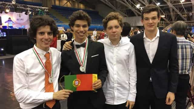 Alunos portugueses vencem medalha de bronze nas Olimpíadas de Biologia