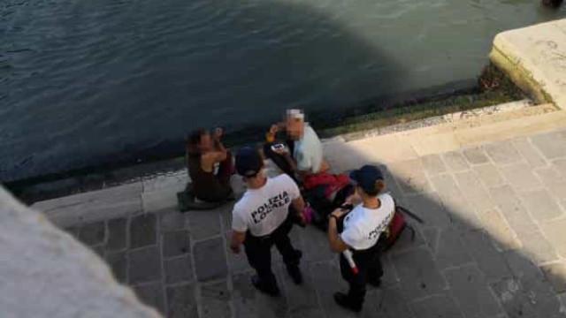 Turistas multados por fazerem café junto a ponte de Veneza