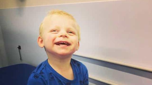 Risos constantes de bebé eram afinal sintomas de doença rara