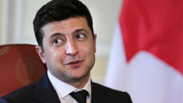 Sondagens à boca das urnas dão vitória ao partido do presidente Zelensky
