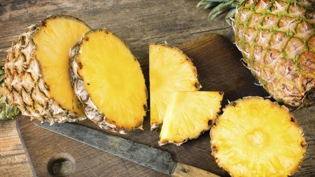 Sete motivos imbatíveis para comer duas rodelas de ananás todos os dias