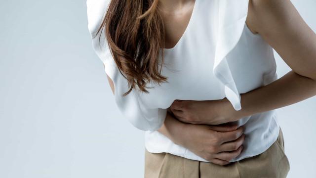 Sete possíveis sintomas de cancro dos ovários que jamais imaginaria