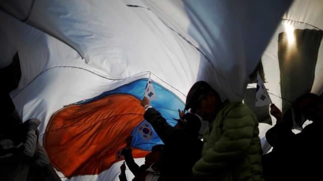 Coreia do Sul dispara tiros de aviso contra avião militar russo
