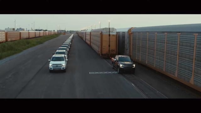 Ford demonstra potência de carrinha elétrica. Veja o vídeo