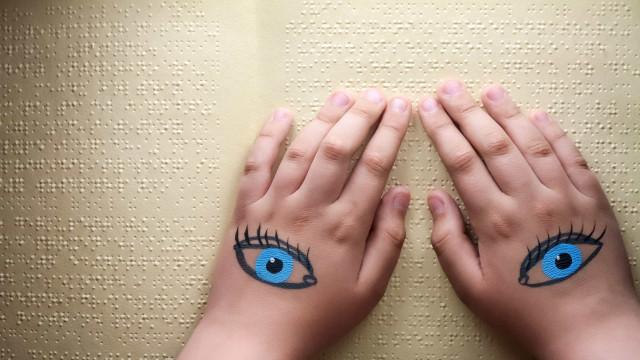 Implantes cerebrais permitem que cegos recuperem parte da visão