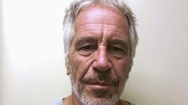 """Autópsia a Epstein revelou """"múltiplas fraturas nos ossos do pescoço"""""""