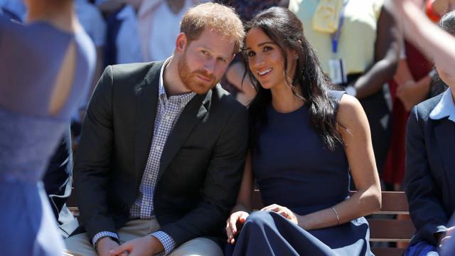 Após críticas com gastos, Harry e Meghan Markle compram churrasqueira