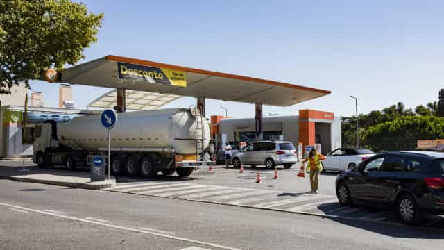 Sabe quantos militares da GNR e agentes da PSP transportaram combustível?