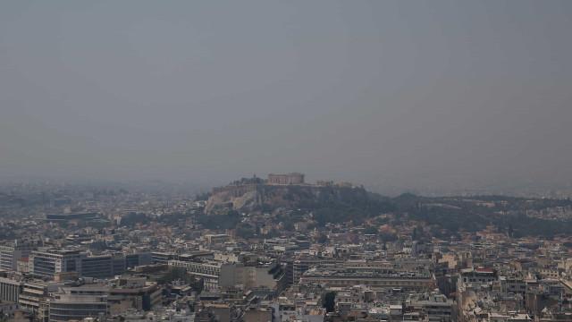 Cerca de 500 pessoas retiradas e mosteiro evacuado por fogo na Grécia