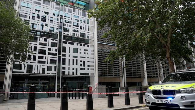 Homem foi esfaqueado perto do edifício do Ministério Interior britânico