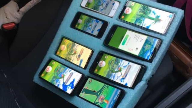 Polícia encontra condutor com oito telemóveis para jogar 'Pokémon Go'