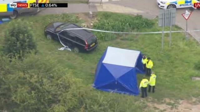 Polícia morto em Inglaterra. Adolescente de 13 anos entre os detidos