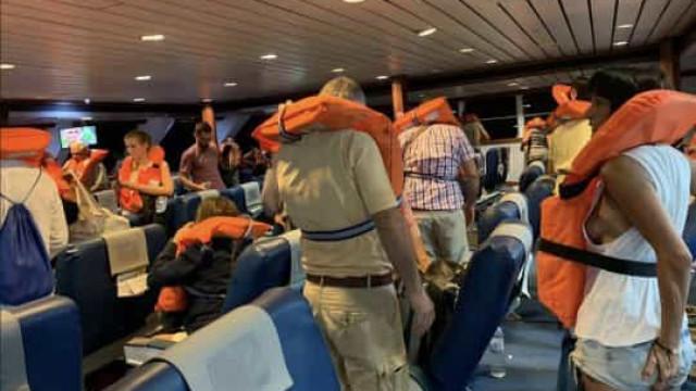 Barco com turistas de Maiorca encalhou. Imagens mostram resgate