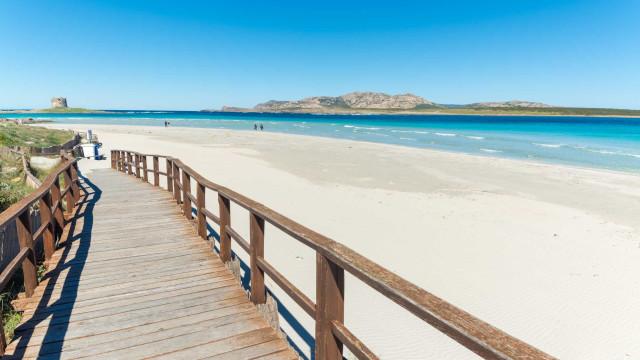 Turistas podem ser condenados a pena de prisão por roubarem areia