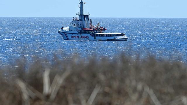 Marinha espanhola envia navio para levar migrantes até Maiorca