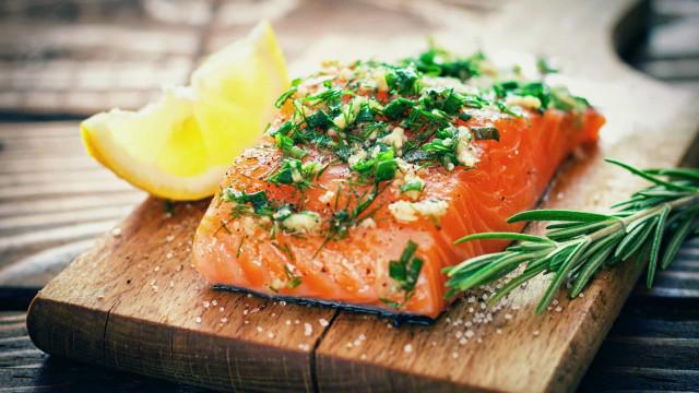 Esqueça a ideia de que o salmão é o melhor peixe que pode comer (não é)