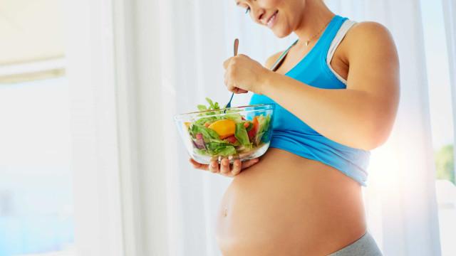 Alimentação vegan na gravidez? Especialistas respondem às dúvidas de pais