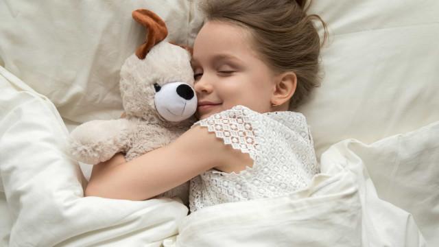 O alimento surpreendente que ajuda miúdos (e graúdos) a adormecer