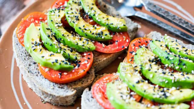 Sete alimentos que ajudam a queimar e a 'derreter' gordura