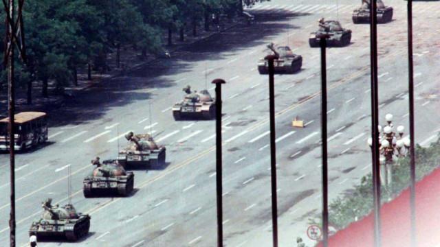 Morreu o fotojornalista que captou 'Homem do Tanque' da praça Tiananmen