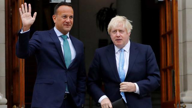 "Leo Varadkar vê ""fosso grande"" entre Londres e UE, Johnson ""otimista"""