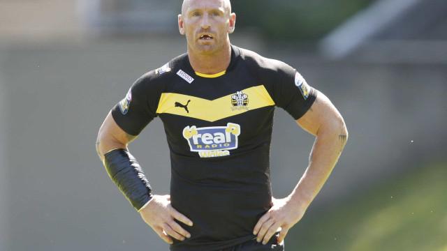 Lenda do rugby Gareth Thomas revela que tem HIV