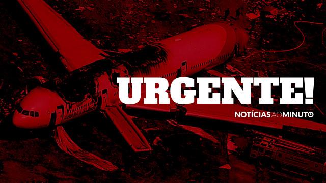Dez mortos e dois feridos em queda de avião em zona residencial