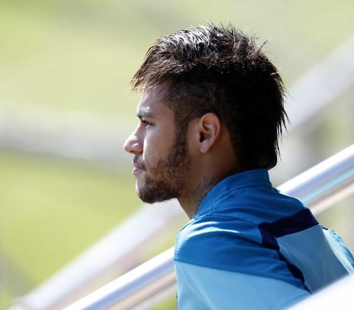 Neymar exibe tatuagens -
