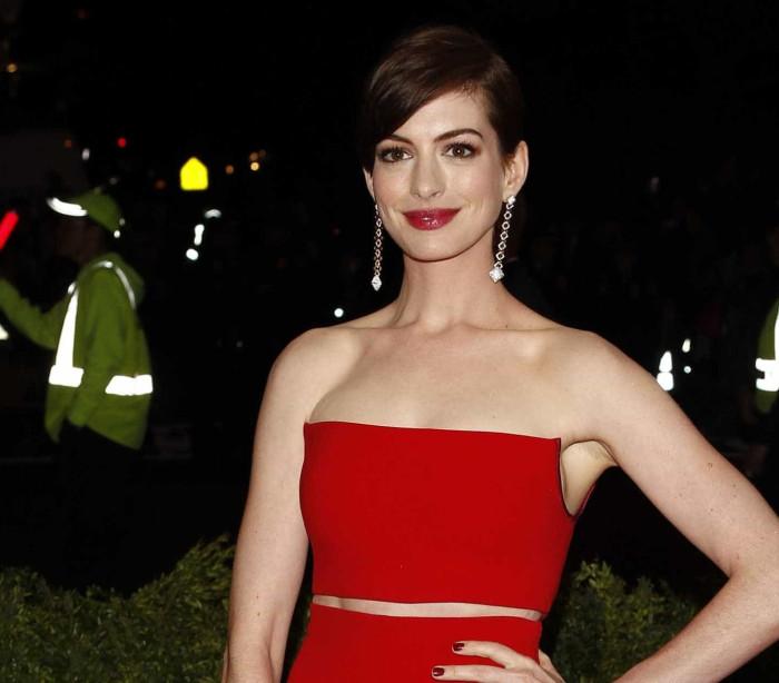 "Anne Hathaway diz que foi ""tramada pela fama"""