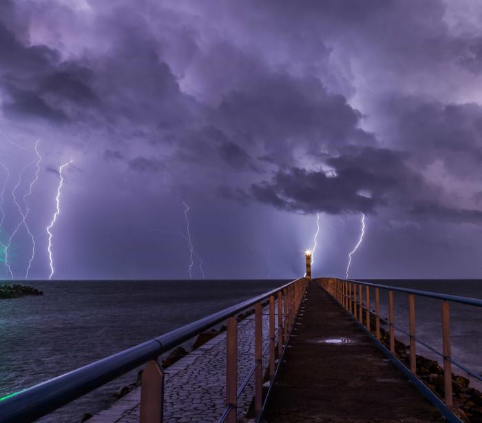 Tempestade causa apagão geral em Adelaide na Australia