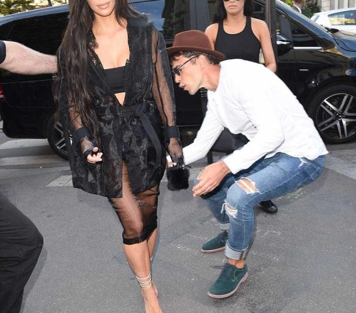 Kim Kardashian quer ordem de restrição contra repórter que a atacou