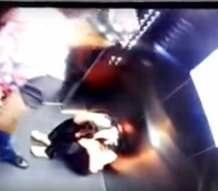 Futebolista apanhado a agredir violentamente a mulher no elevador